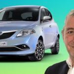 Lancia Ypsilon Unica auto azzurra e viso di Toti Costanzo